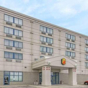 Super 8 By Wyndham Mississauga