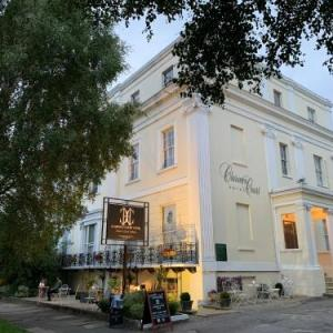 Cheltenham Racecourse Hotels - Clarence Court Hotel