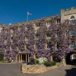 Hotels near Wellsprings Leisure Centre - Castle Hotel