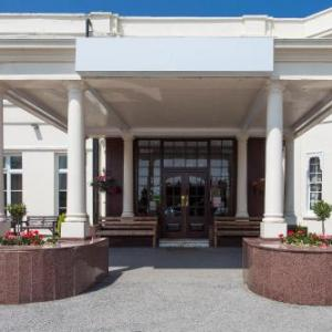 Hotels near Cranleigh Arts Centre - Russ Hill Hotel