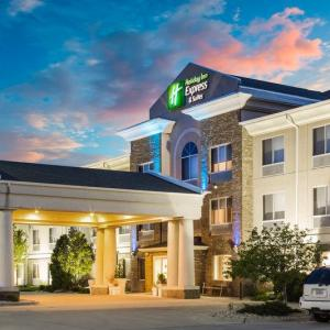 Hotels near Cat Osterman Experience - Holiday Inn Express Hotel & Suites Bellevue-omaha Area