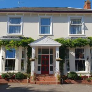 Hotels near Zephyr Lounge Leamington Spa - Victoria Park Lodge