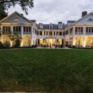 Bojangles Coliseum Hotels - The Duke Mansion