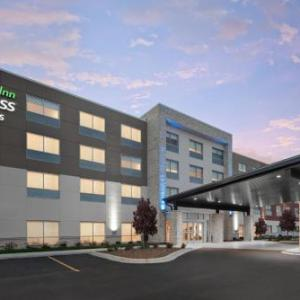 Holiday Inn Express & Suites - Elkhorn - Lake Geneva Area