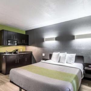 Chispas Discotheque Hotels - Studio 6 Indianapolis