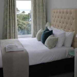 Hotels near Wedgewood Rooms Portsmouth - Seacrest Hotel