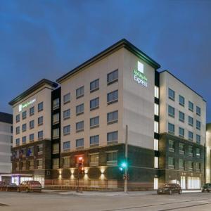 Holiday Inn Express - Milwaukee Downtown an IHG Hotel