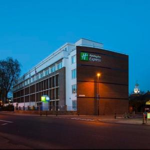 Hotels near The Kia Oval - Holiday Inn Express London -Vauxhall Nine Elms
