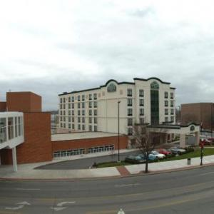Hotels near Veterans Memorial Civic Center Lima - Wingate By Wyndham Lima Downtown