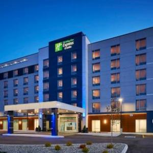 Holiday Inn Express & Suites Windsor East - Lakeshore an IHG Hotel