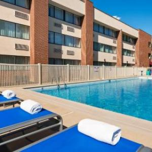 Hotels near Maple Grove Raceway - Best Western Plus Reading Inn & Suites
