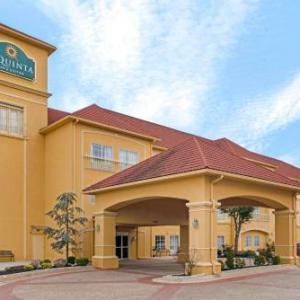 Hotels near FireLake Arena - La Quinta Inn & Suites Shawnee