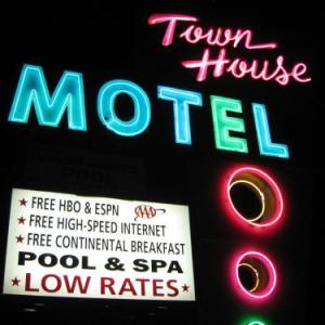 Hotels near Lancaster Performing Arts Center - Town House Motel