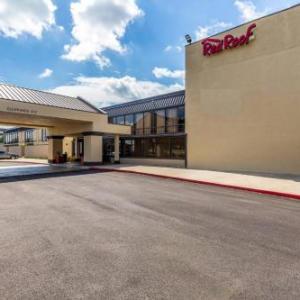 Red Roof Inn PLUS  & Suites Houston - IAH Airport SW