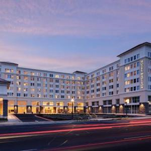 Hotels near Bridgeforth Stadium - Hotel Madison & Shenandoah Conference Ctr.