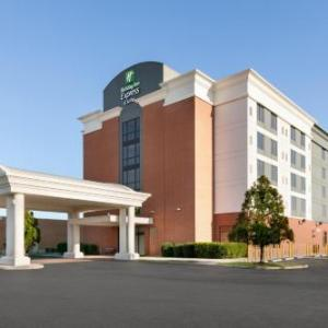 Hotels near Gallery At Military Circle - Holiday Inn Express Hotel & Suites Norfolk Airport