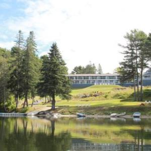 Boothbay Railway Village Hotels - Beach Cove Waterfront Inn