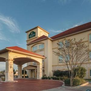 Hotels near Texas Motorplex - La Quinta Inn & Suites By Wyndham Waxahachie