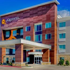 Hotels near Texas Motor Speedway - La Quinta Inn & Suites by Wyndham Northlake Ft. Worth