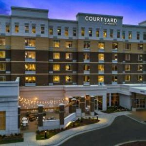 Hotels near Raleigh Improv - Courtyard by Marriott Raleigh Cary/Parkside Town Commons