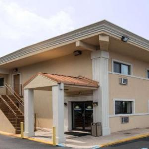 Hotels near Ollie's Point Bar & Grill - Days Inn Long Island/Copiague
