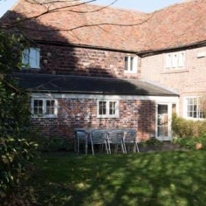 The Bell House - 500 year old town house in quiet country village