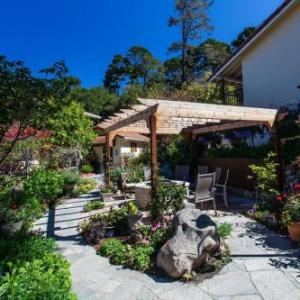 Hotels near Chateau Julien Wine Estate - Vendange Carmel Inn and Suites - Bed and Breakfast