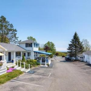 Hotels near Savage Oakes Vineyard and Winery - Glen Cove Inn & Suites Rockport