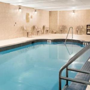 Hotels near Spray Lake Sawmills Family Sports Centre - Days Inn & Suites By Wyndham Cochrane